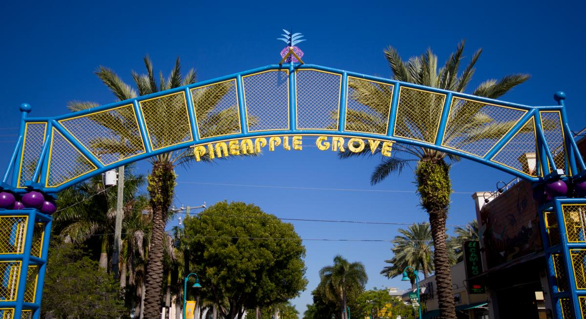 Archway dans le Pineapple Grove Arts District