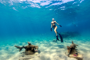 Mujer Snorkeling en The Palm Beaches