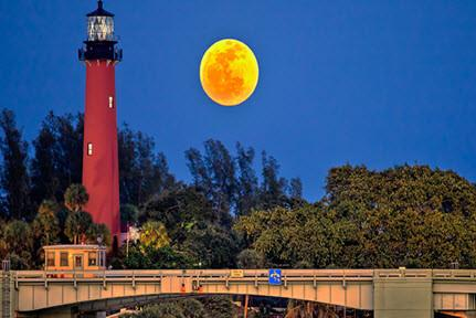 Lighthouse Moonrise Tour