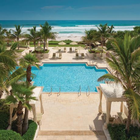 frente a la playa Four Seasons Resort Palm Beach Piscina