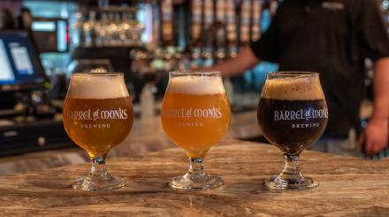 Tres tipos de cerveza en Barrel of Monks