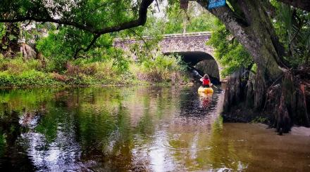 Kayaker en Riverbend Park