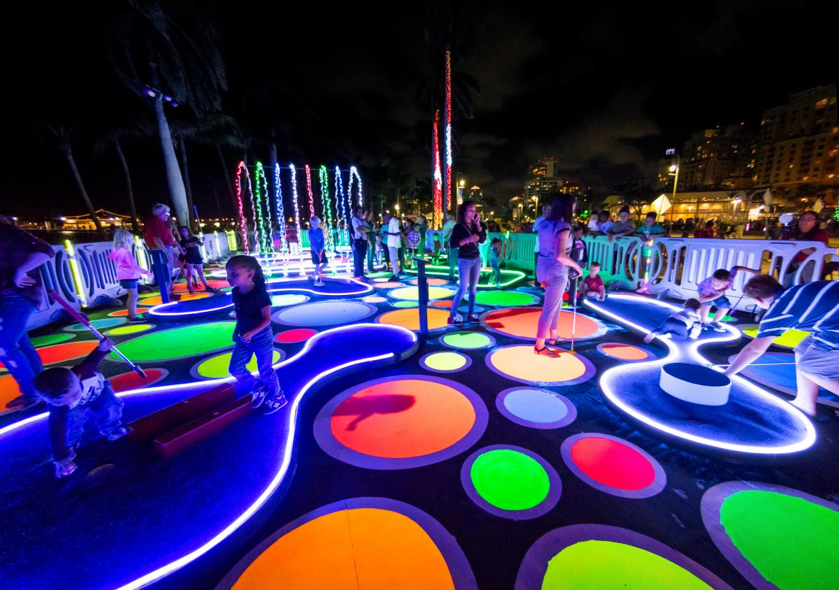 Glow Fore It mini golf