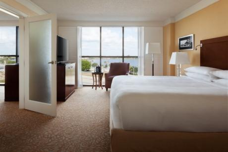 Concierge Level - King Suite Bedroom