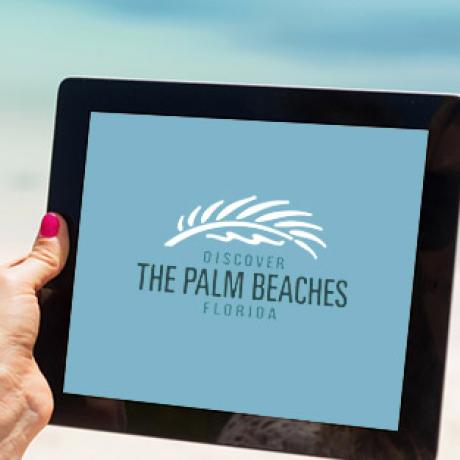iPad con el logotipo de The Palm Beaches en la pantalla